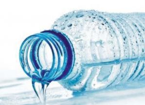 В жару перед сном нужно выпивать стакан чистой воды — врач
