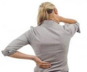 Врачи назвали самые вредные привычки для здоровья спины